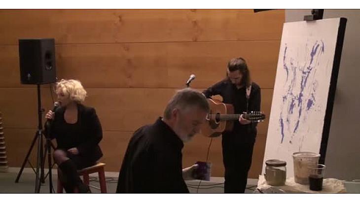 Performance de Jean-Claude Bertrand accompagné de la chanteuse Florence Davis et du Guitariste Olivier